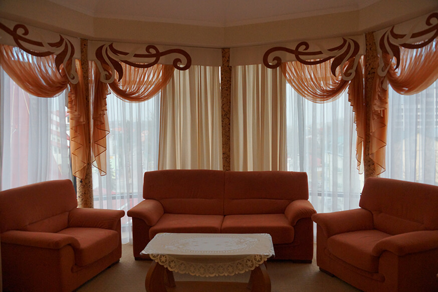 Отель Сенатор Апартаменты с кухней - Диван.