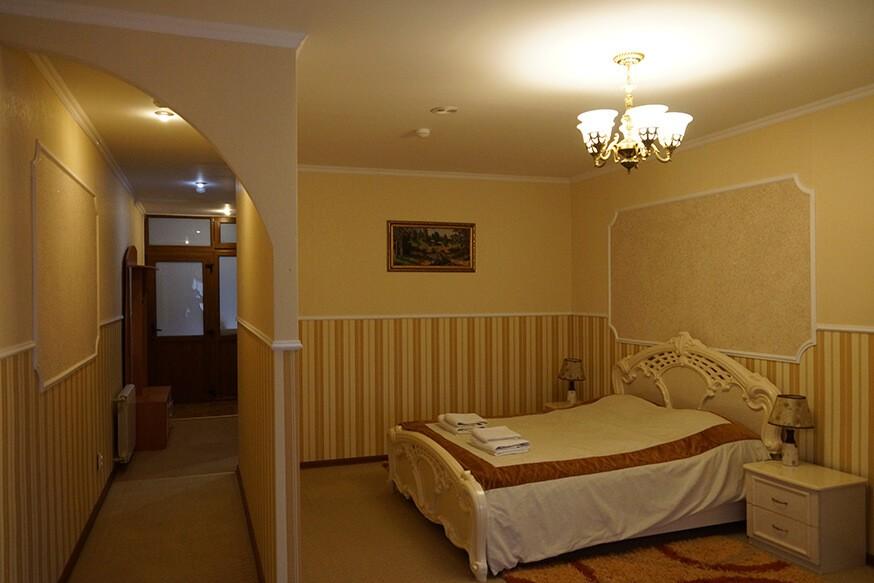 Отель Сенатор Апартаменты с кухней - Кровать.