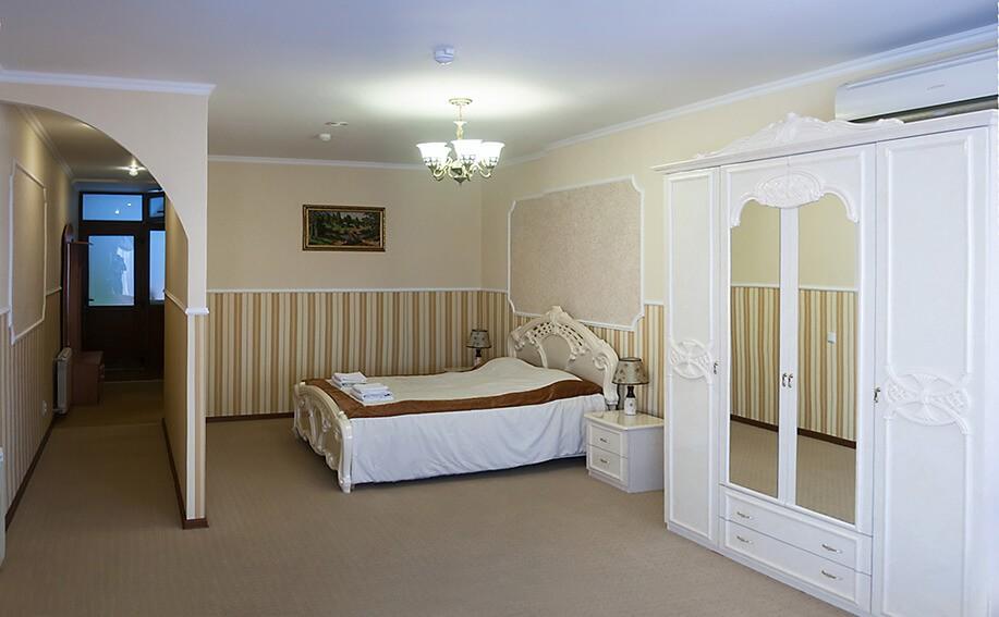 Отель Сенатор Апартаменты с кухней - Спальня.