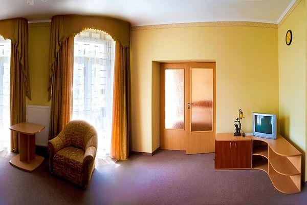 Отель Мариот Трускавец Номер - люкс - гостиная.