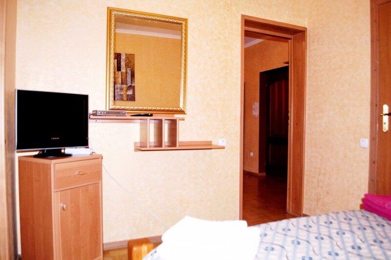 Отель Мальвы Номер 2-комнатный семейный - Зеркало.