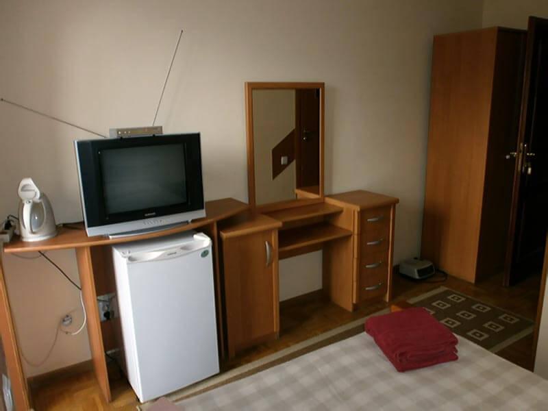 Отель Мальвы Номер 2-местный стандарт - Мебель.
