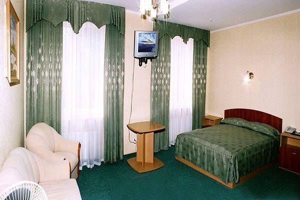 Отель Мариот Трускавец Номер - полулюкс - Кровать.