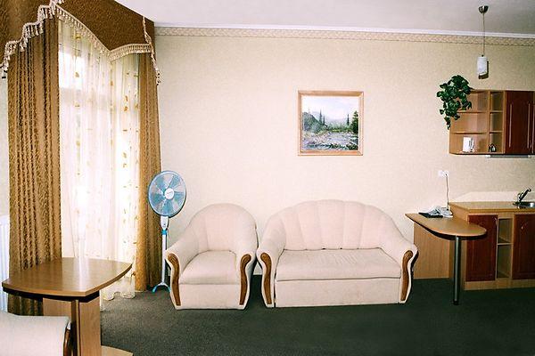 Отель Мариот Трускавец Номер - полулюкс - Мебель.