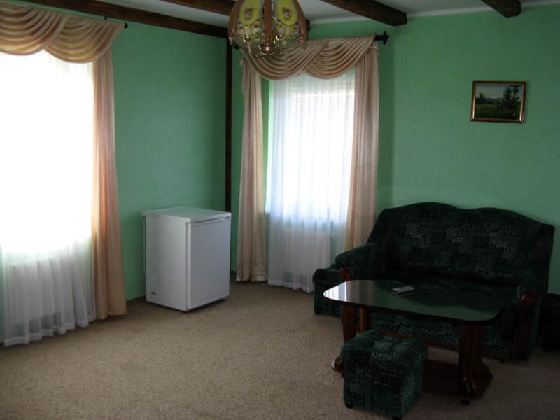 Ориана Трускавец Номер Люкс 2-комнатый - Холодильник.