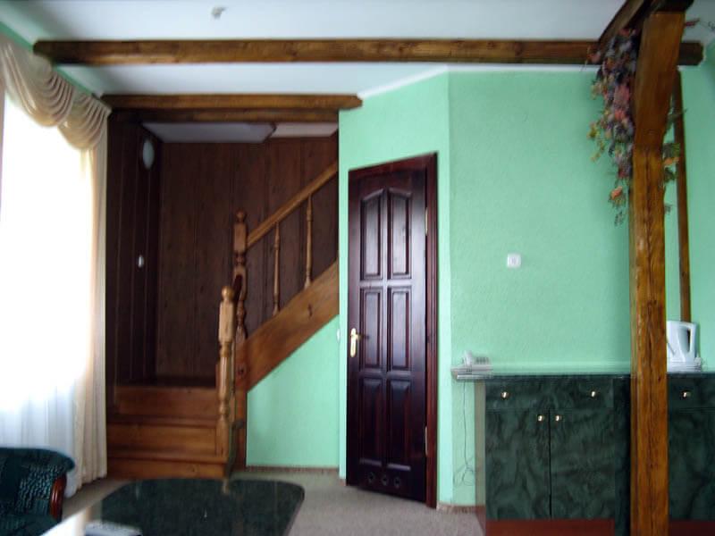 Ориана Трускавец Номер Люкс 2-комнатый - Лестница.