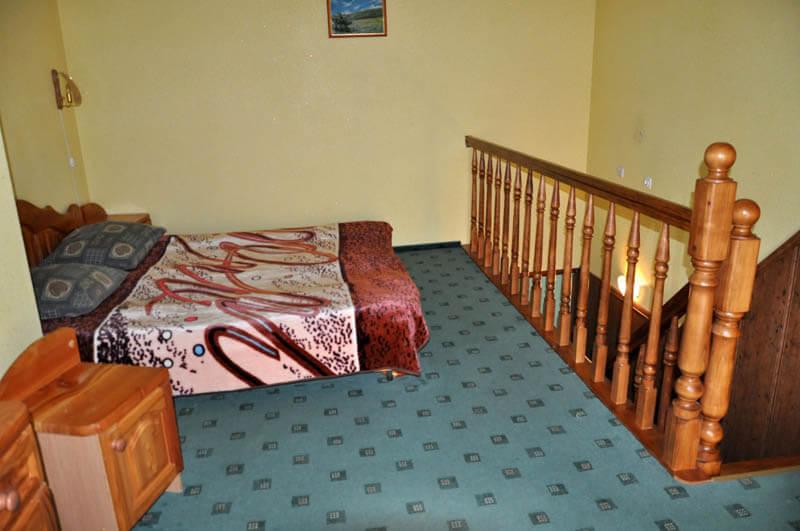 Ориана Трускавец Номер Люкс 3-комнатый - Кровать.