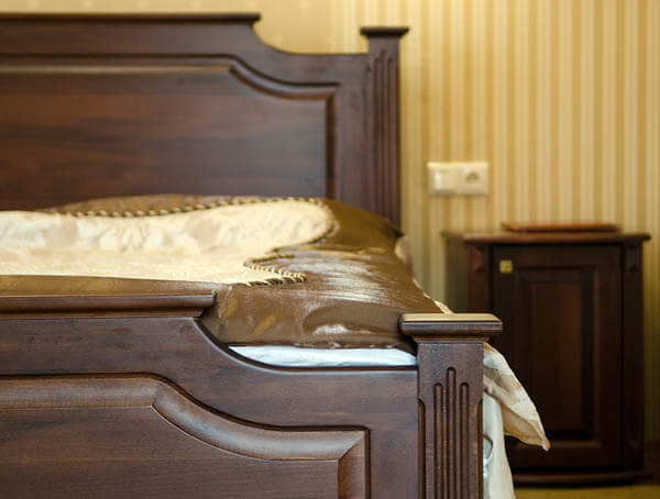 Отель Нафтуся номер люкс - Кровать.