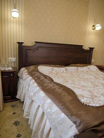 Отель Нафтуся номер люкс - Мебель.