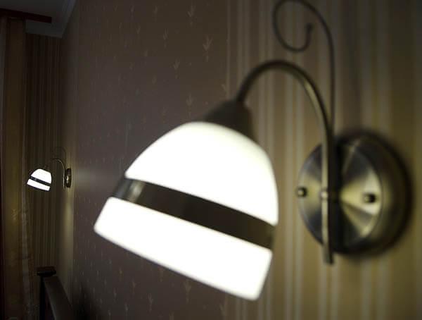 Отель Нафтуся номер люкс - лампочка.