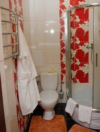 Отель Нафтуся номер люкс - душевая.