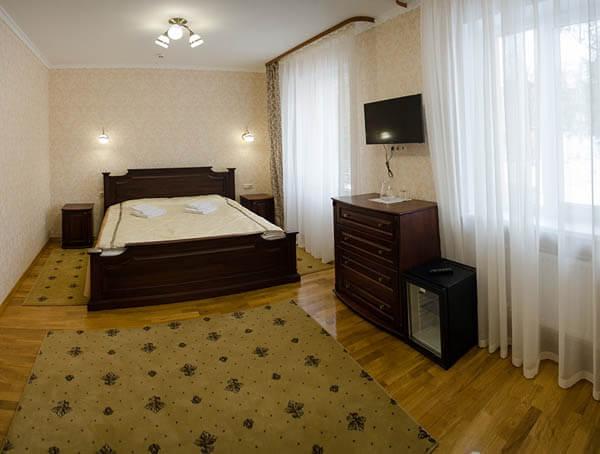Отель Нафтуся номер полулюкс - Кровать.