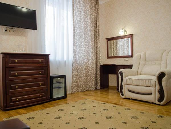 Отель Нафтуся номер полулюкс - комната.
