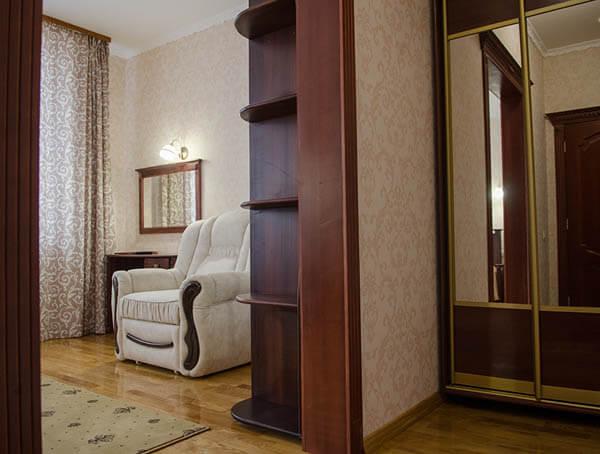 Отель Нафтуся номер полулюкс - мебель.