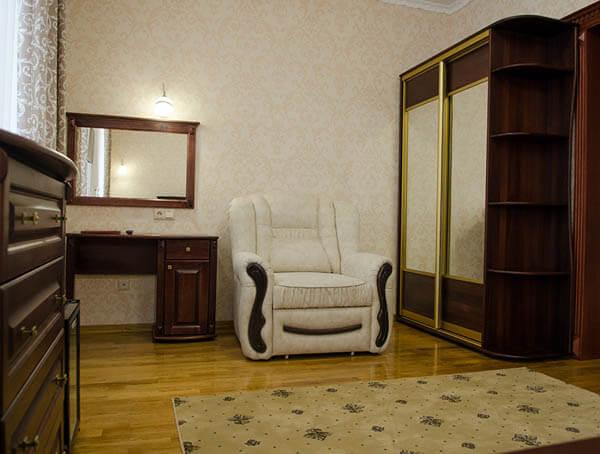 Отель Нафтуся номер полулюкс - кресло.