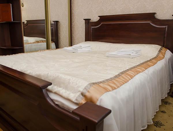 Отель Нафтуся номер стандарт - Кровать.