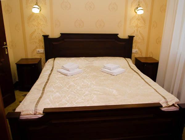 Отель Нафтуся номер супер люкс - Кровать.