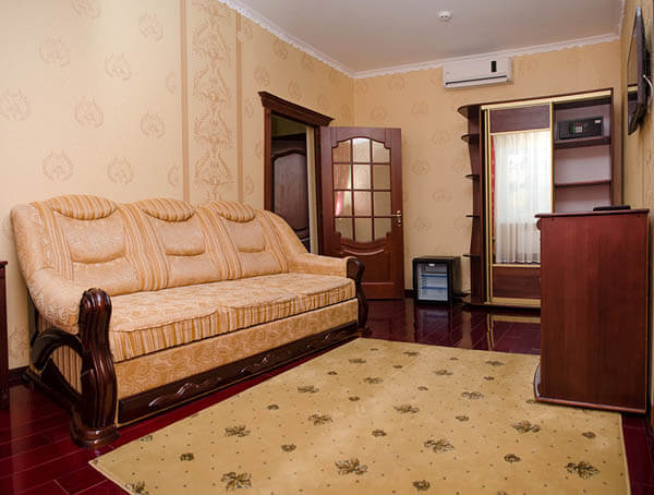 Отель Нафтуся номер супер люкс - диван.
