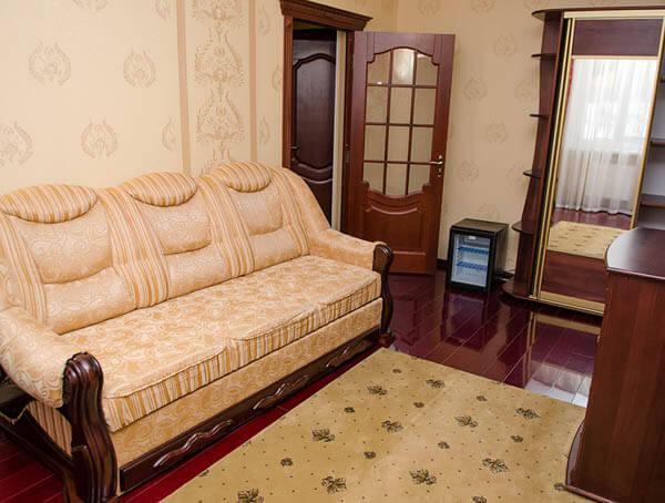 Отель Нафтуся номер супер люкс - В гостиной.