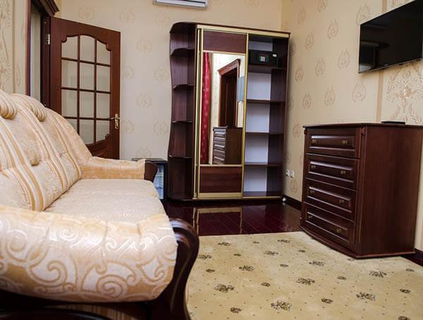 Отель Нафтуся номер супер люкс - мебель.