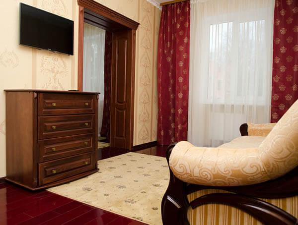 Отель Нафтуся номер супер люкс - Телевизор.