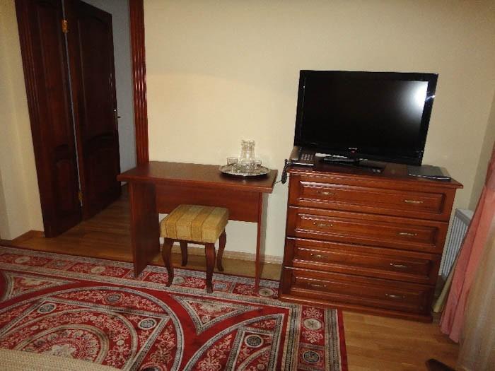 Отель Парк Трускавец Номер Люкс - телевизор.