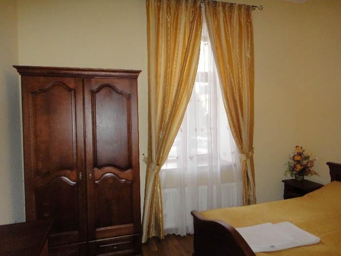 Отель Парк Трускавец Номер Стандарт - Мебель.