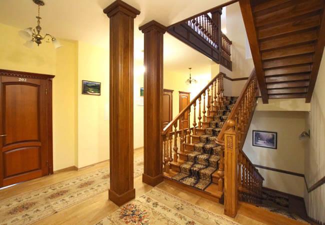 Отель Парк Трускавец Фото - лестница.