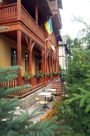 Отель Парк Трускавец Фото - Двор.