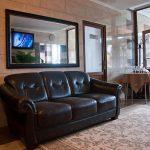 Отель РеВита Трускавец Фото - диван.