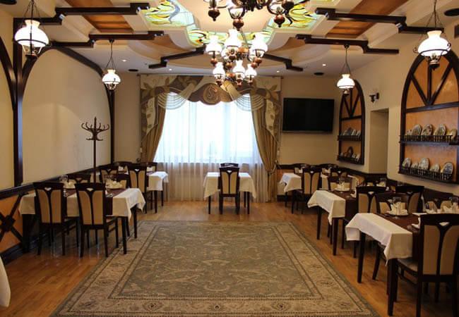 Отель Сенатор Трускавец Фото - Столы.