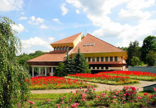 Санаторий Хрустальный Дворец Фото - Весна.