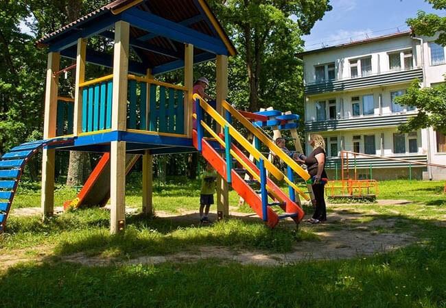 Санаторий Днестр Моршин Фото - Детская площадка.