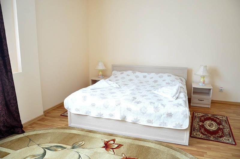 Номер - Трехкомнатный A корп.1 - Кровать.