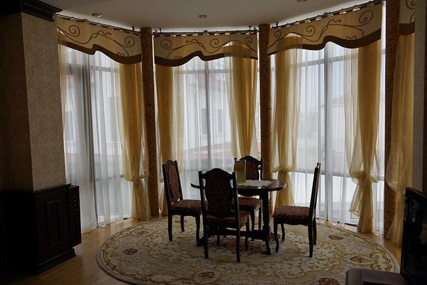 Отель Сенатор Апартаменты 3ком. - стол.