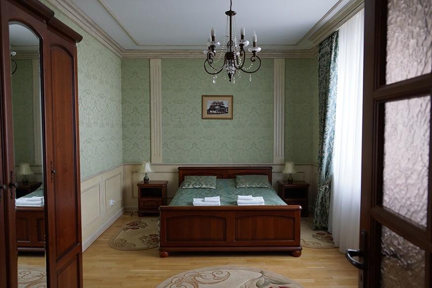 Отель Сенатор Апартаменты 3ком. - Кровать.