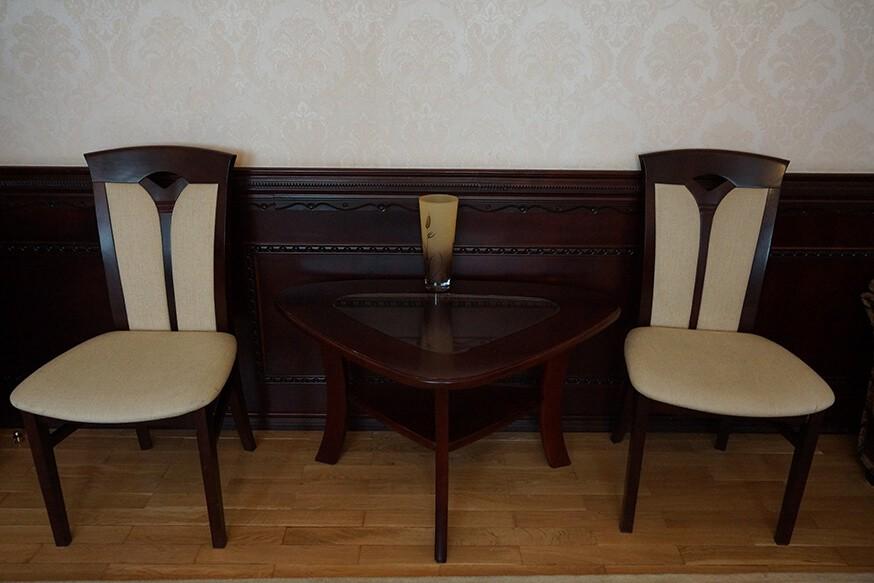 Отель Сенатор Номер VIP - Стулья.