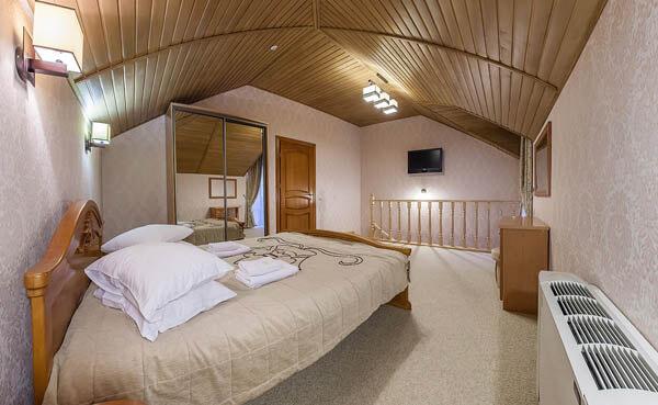 Золотая Корона Номер - люкс - спальня.