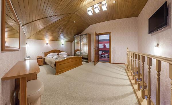 Золотая Корона Номер - люкс - комната.