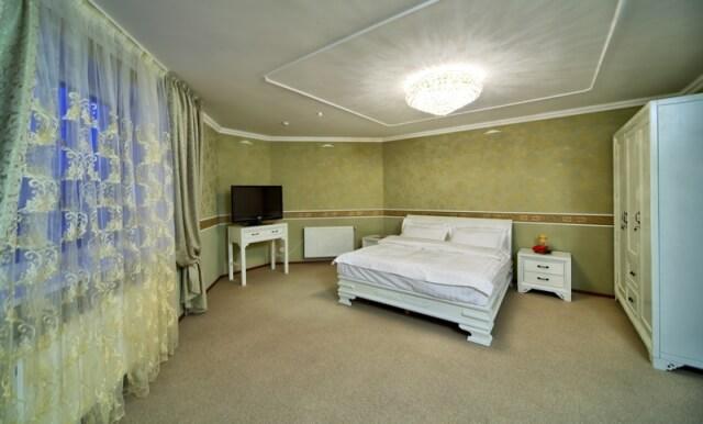 Аркадия Моршин Номер апартаменты - Кровать.