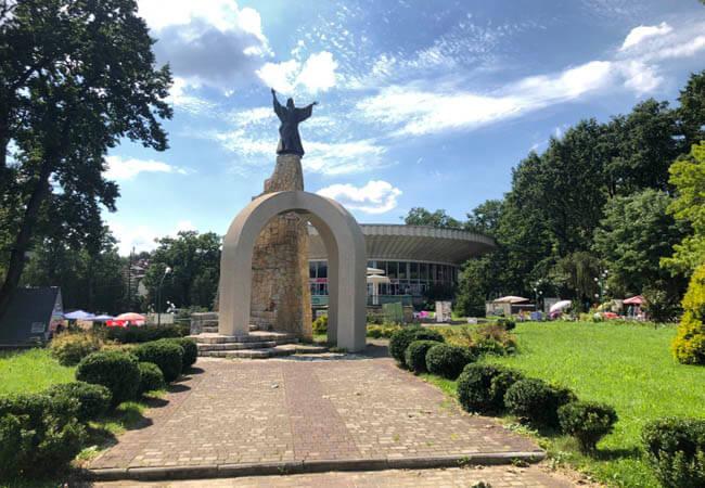Статуя Марии Моршин.