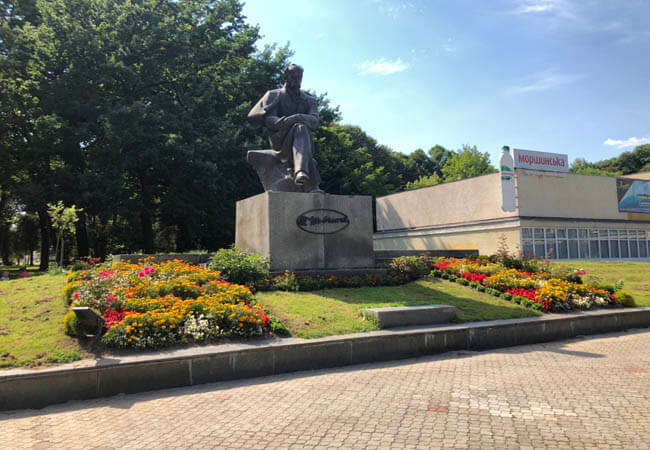 Памятник Шевченко.
