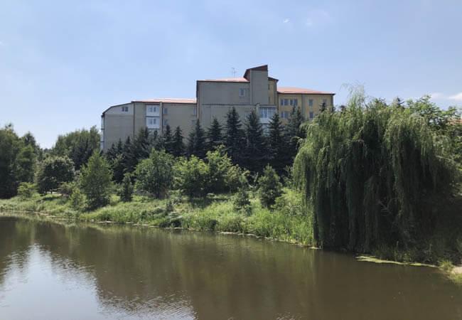 Санаторий Медоборы Фото - Вид с озера.
