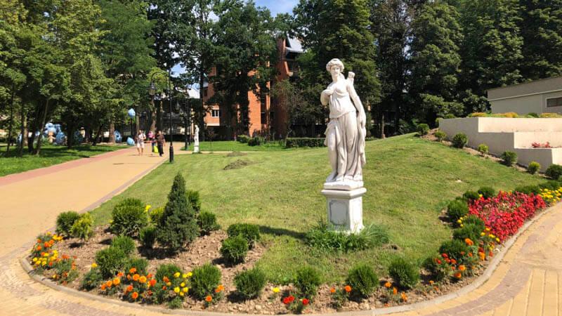Статуя в Моршине.