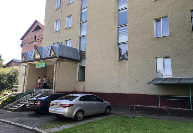 Жемчужина Прикарпатья Моршин - паркинг.