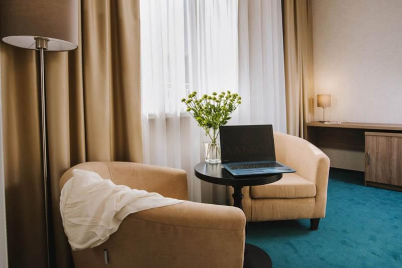 Отель Алькор Номер Люкс - Кресла.