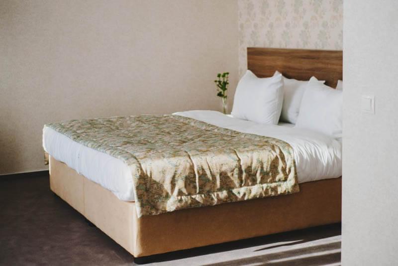 Отель Алькор Номер Полулюкс - Кровать.