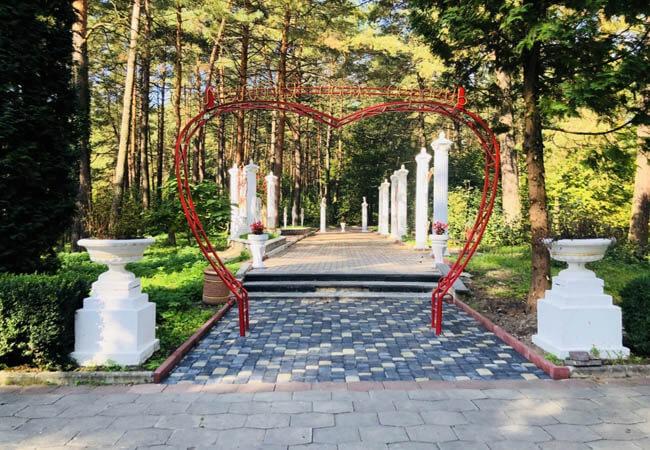 Санаторій Червона Калина Жобрин - алея влюбленных