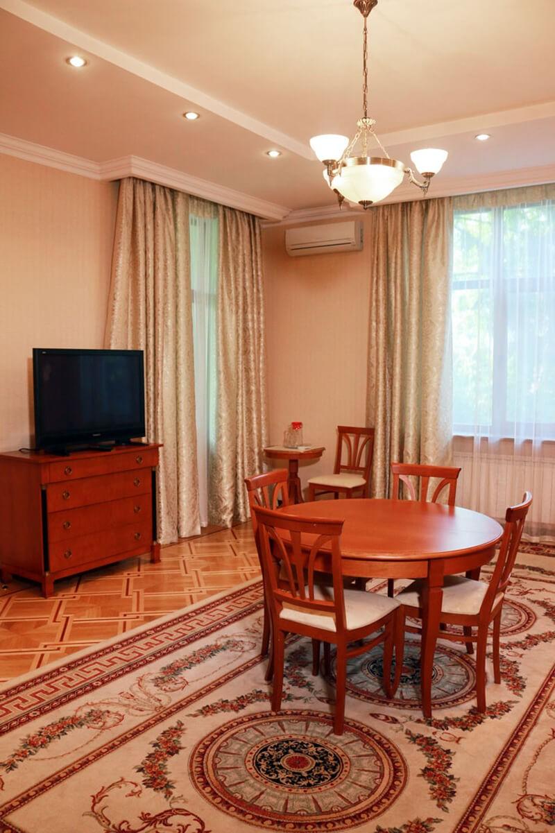 Конча Заспа Люкс 3-комнатный Фото - Гостиная
