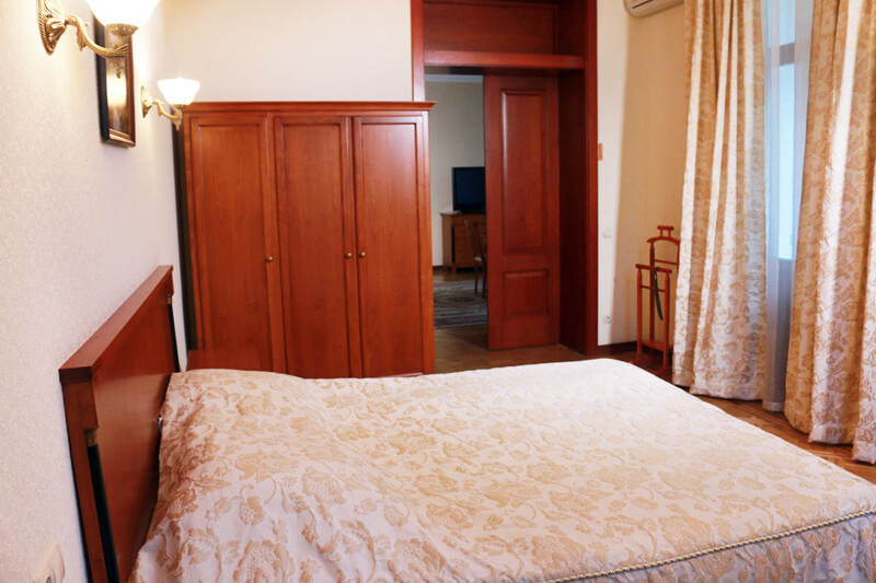 Конча Заспа Люкс 3-комнатный Фото - Спальня